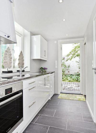 Beautiful Grey Slate Tile Flooring with a fresh white kitchen...lovely. Similar natural stone tiles can be sourced from Mandarin Stone. www.mandarinstone.com