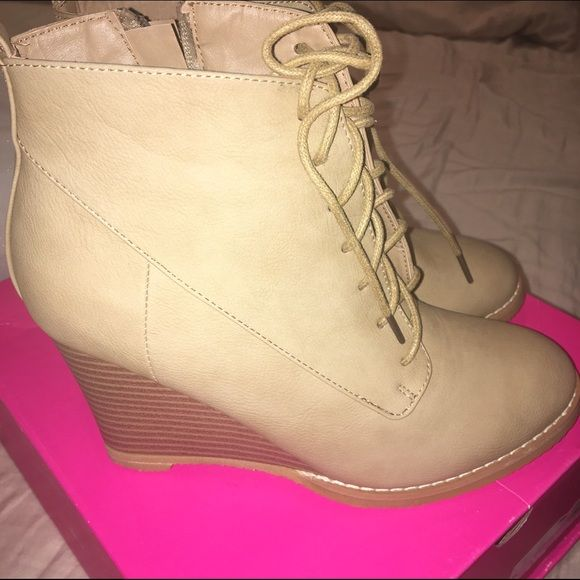 """✨NIB Lace up wedge bootie COLOR: Tan MATERIAL: Faux-leather FIT: True to size OUTSIDE WEDGE HEIGHT: 3"""" CLOSURE: Adjustable front laces and functional side zip *SOLD OUT ON SITE* Shoe Dazzle Shoes Ankle Boots & Booties"""