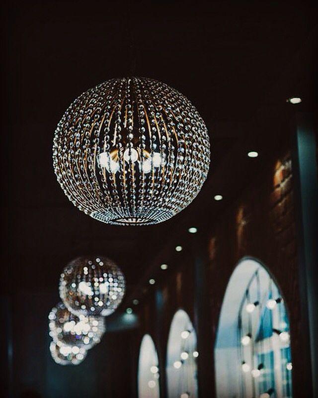 """Эти дизайнерские люстры будут """"работать"""" на любой декор , который Вы выберете от всепобеждающей классики до остро-модного Ар Деко!"""