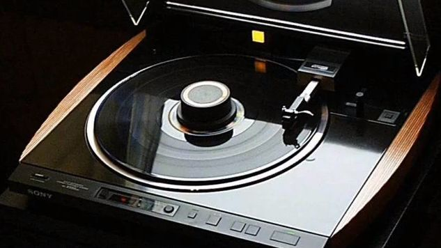 Sony only produced one ES grade turntable over the years. The Sony PS-X555ES turntable. A quality turntable indeed... This turntable is part of my personal collection....
