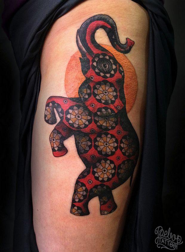 Estampas e muitas cores nas tatuagens de Karolina Bebop