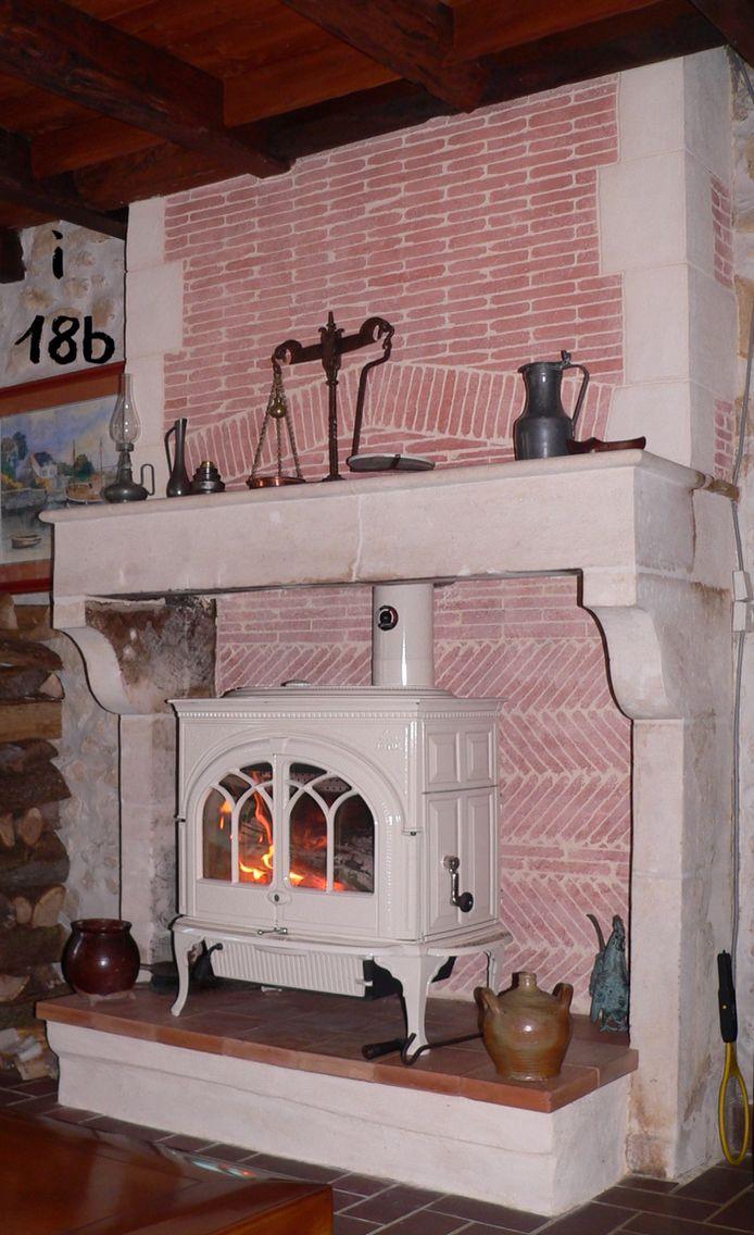 Les 25 meilleures id es concernant chemin es en pierre - Fabriquer une fausse cheminee ...