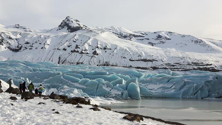 Winter? Frühling? Schnee im April?! Das Wetter in Deutschland kann sich wohl nicht so recht entscheiden ... Da ist das ewige Eis in #Island beständiger! Unbeugsam und beharrlich liegt es da und hat auch unsere Kollegin Halima tief beeindruckt. ❄ #EwigesEis #Winterwunderland  #Abenteuer #Reisen #mpylt