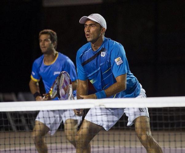 Perechile Horia Tecau/Jean-Julien Rojer (Romania/Olanda), cap de serie numărul 6, si Florin Mergea/Dominic Inglot (Romania/Marea Britanie, cap de serie numarul 14) s-au calificat, luni, in sferturile de finala  la Australian Open.