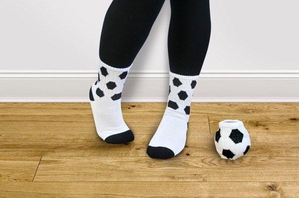 Soğuk havalarda çocuklarınızın ayakları üşümesin diye onlara alabileceğiniz en güzel doğum günü hediyesi.  http://www.buldumbuldum.com/hediye/ball-socks-top-coraplar/