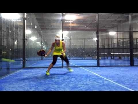 Carolina Navarro: cesto de voleas del entrenamiento de padel - YouTube
