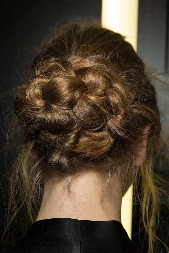 Lovely hairdo from Dolce & Gabbana's Fall 2014 Ready-to-Wear Collection My Hairstyle, Messy Hairstyles, Pretty Hairstyles, Hairstyle Ideas, Wedding Hairstyles, Glamorous Hairstyles, 2014 Hairstyles, Stylish Hairstyles, Great Hair