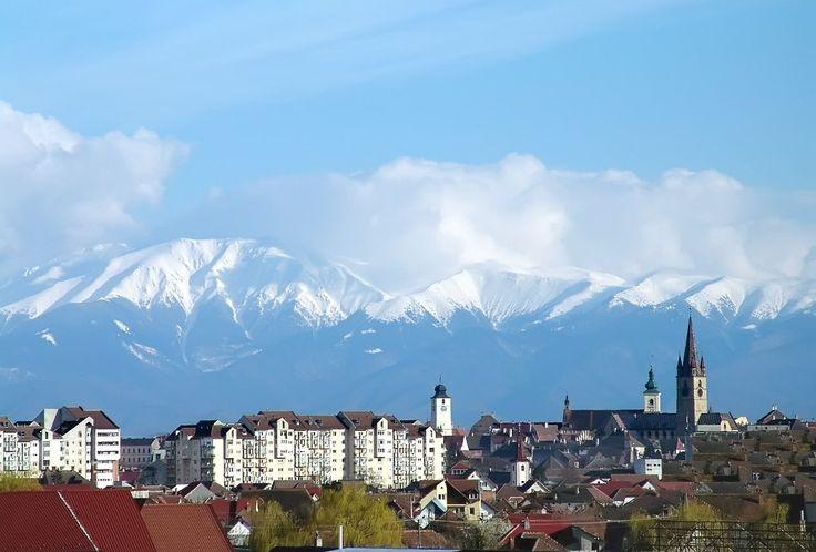 sibiu-romania-most-beautiful-european-cities-countries-romanian-landscapes-carpathian-fagaras-mountains-romanians.jpg (1023×693)