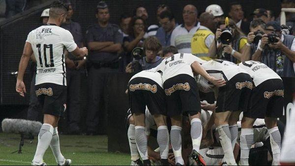 Assistir Corinthians x Vitória ao vivo online 22/08/2016