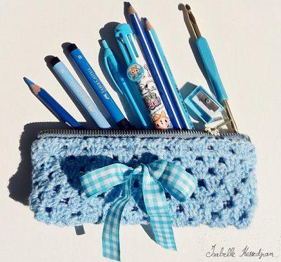 Fuente: http://isabellekessedjian.blogspot.com.es/2012/08/une-trousse-au-crochet-pour-les-sc-n129.html ❥Teresa Restegui http://www.pinterest.com/teretegui/❥