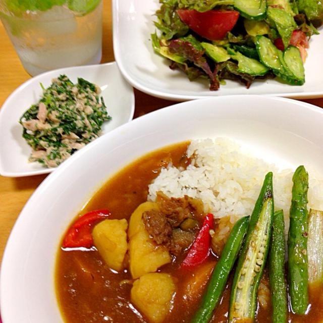 夏野菜の美味しい季節ですね〜(((o(*゚▽゚*)o))) - 90件のもぐもぐ - 野菜たっぷりカレー&人参葉のツナサラダ&モヒート風ソーダ♡ by Yuko  Yoshida
