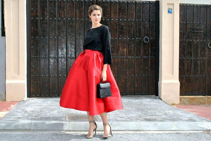 Ana Vera con falda midi roja Dresseos - alquiler faldas fiesta - alquiler de faldas online