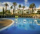 Vale d'Oliveiras Quinta Resort & Spa  l'hôtel doit son nom à la vallée paisible regorgeant d'oliviers dans laquelle il se trouve. A 10petites minutes de voiture de Carvoeiro et Ferragudo avec leurs belles plages de sable. A côté de l'hôtel le golf Gramacho. Complexe exclusif situé au calme et offrant de très nombreuses facilités. Un choix idéal pour ceux qui veulent oublier les soucis quotidiens et rentrer chez eux détendus. Laissez-vous choyer au spa prenez un verre au bar ou à la piscine…