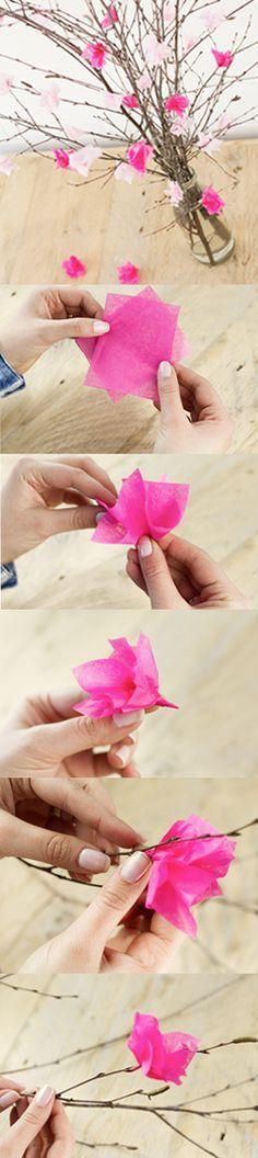 So einfach faltet ihr euch den Frühling ins Haus. Anleitung für einen Strauss Kirschblüten aus Seidenpapier.