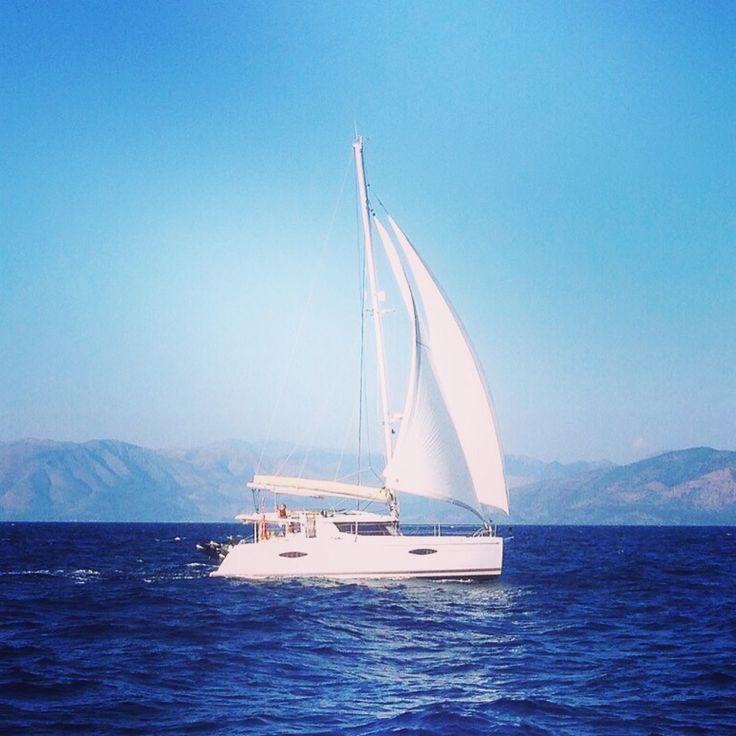 ⚓️ #yacht #yachting ⛵️ #яхта #путешествие  #Lovemile #круиз #море #отдых #sea #яхтинг ☀️ круизы на яхте www.lovemile.ru