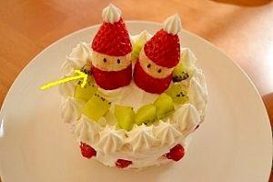 【イチゴとバナナで作るサンタさん飾り♪】顔の部分はバナナなので、帽子部分のイチゴの重さで潰れちゃうこともなく、簡単にできます♪
