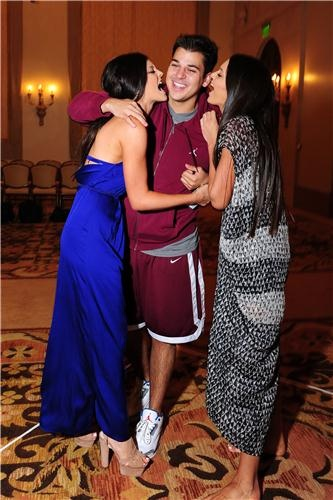 kylie, rob, kendall.These would be the only Kardashians that I really like.