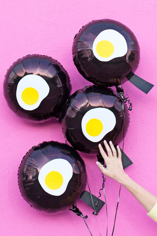 DIY Fried Egg Emoji Balloons (Via @studiodiy)
