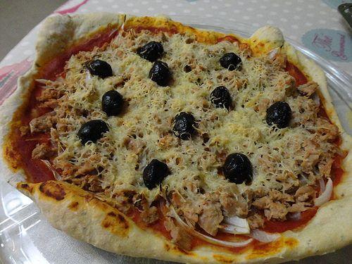 Pizza au thon (pâte maison) - Fourchettes et Pinceaux