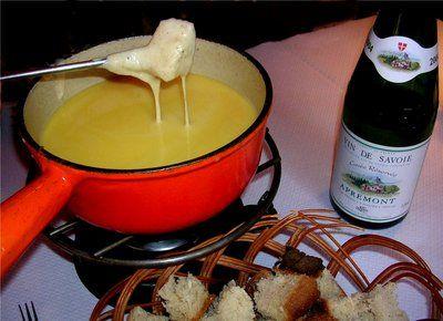 Fondue Bourguignon (Beef Fondue  with Bearnaise dipping sauce)