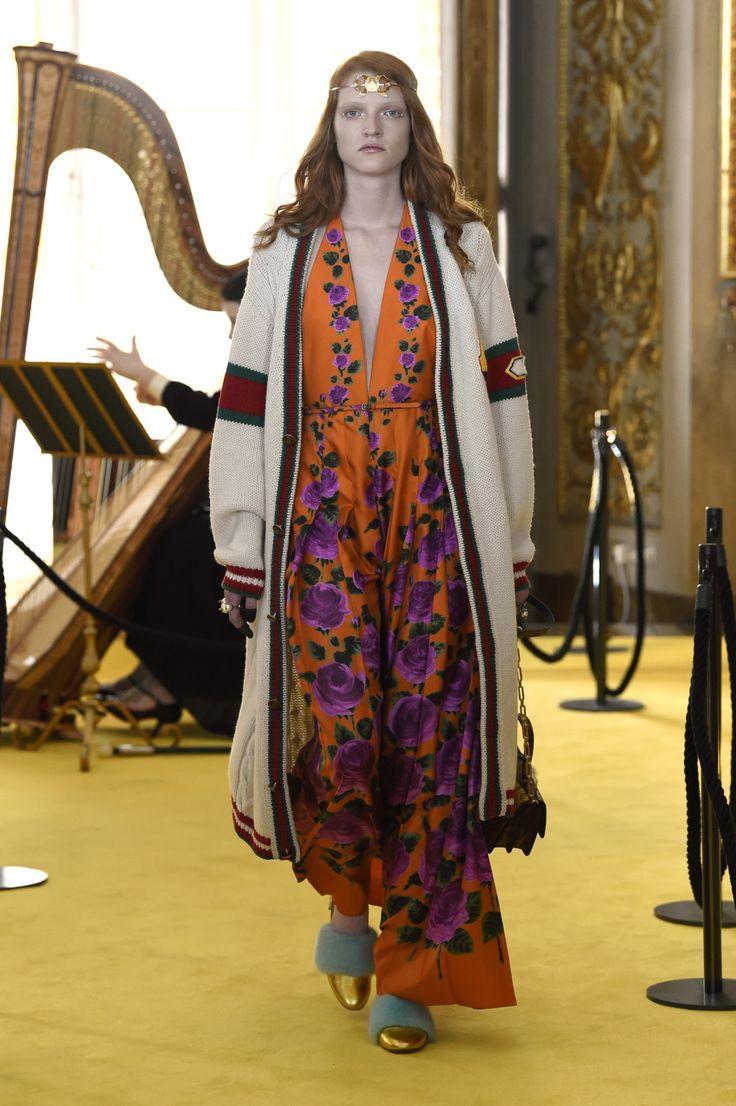 I veckan presenterade Gucci sin cruise-kollektion för 2018. Visningen ägde rum i Florens och plaggen var influerade av renässansen.
