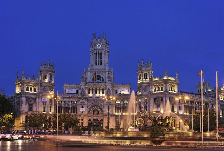 Foto Fuente y Palacio de Cibeles de noche en Madrid - Ociogo