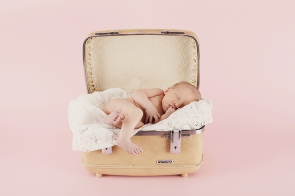 baby: Vintage Suitcases, Baby Pics, Samsonite Suitcase, Old Suitcases, Baby Kidz Photography, Baby Photography, Antique, Suitcase Shopping
