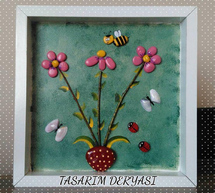 Sevgili Sibel Hanımın diğer siparişi de hazır 😊 Güzel günlerde kullanması ve evine mutluluk getirmesi dileklerimle 💕💕 @mumspasha 🌸🐝🐞💕 30×30 cm kişiye özel pano Bilgi ve sipariş için DM  #taşboyama #papatya #ahsapboyama #stonepainting #pink #daisy #flowers #art #artist #paint #painting #artwork #handmade #color #colorful #likes #myart #tasarim #tasboyama #drawing #sanat #instagram #instaart #instaartist #creative #illustration #dekorasyon #pano #10marifet #hobinisat
