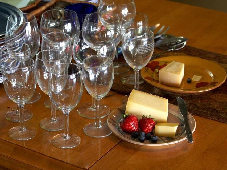 Las copas una vez lavadas y secadas, se deben mantener en una posición vertical, lejos del polvo y perfumes fuertes. Un tip Vinos Nobles... #vino #vinosnobles