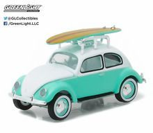 Greenlight 1:64 Club V-Dub 4 1946 Volkswagen Beetle with Roof Rack and Surfboard