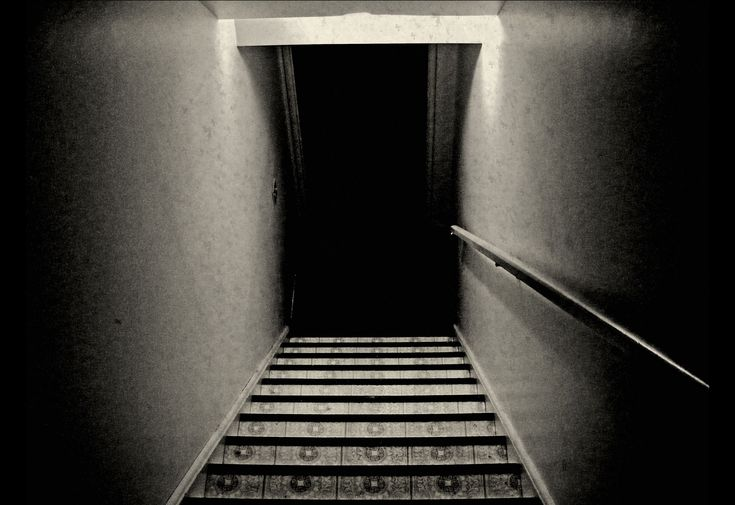 """""""I'm Coming Up the Stairs"""" (Creepypasta Short Scary Story) by Maria Leach   Narrated by Craig Groshek"""