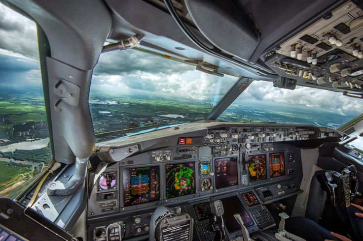 Navigating around thunderstorms during our approach into Amsterdam – Schiphol. You can see the tunderstorms on the weather radar. This was shot over Oudekerk aan de Amstel. Boeing 737-800 cockpit view.