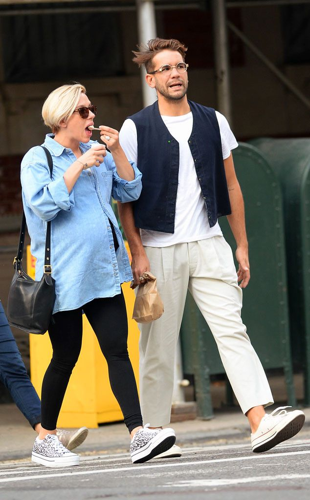 Scarlett Johansson Satisfies Her Pregnancy Cravings With Ice Cream on Stroll With Romain Dauriac