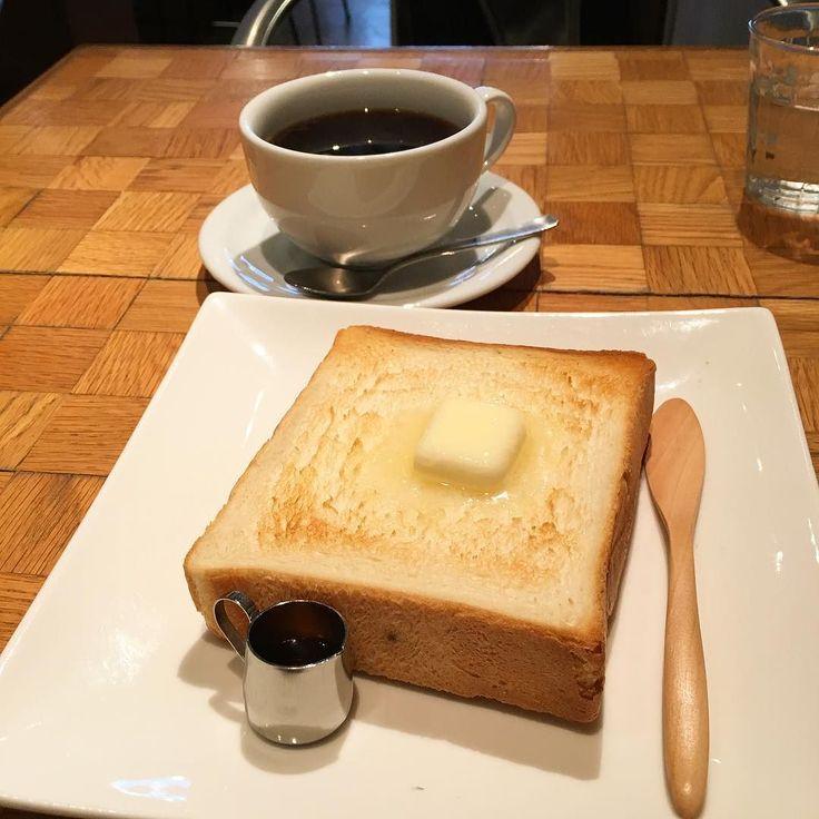 フェブラリーブレンドとトースト(ペリカンのパン) ふっくら焼けたペリカンのパンにバターが美味しい #フェブラリーカフェ #ペリカンのパン #珈琲 #コーヒー #カフェ #cafe #田原町 #浅草