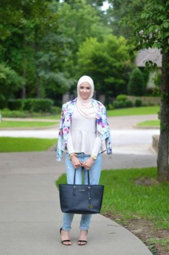 floral cropped blazer outfit- New street looks by Leena Asaad http://www.justtrendygirls.com/new-street-looks-by-leena-asaad/