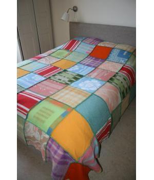 grote wollen plaid - deken voor tweepersoons bed. Deze plaid is gemaakt van retro dekens en afgewerkt met contrasterend stiksel. Ook in andere formaten - kleuren te bestellen. Deze is inmiddels gereserveerd!