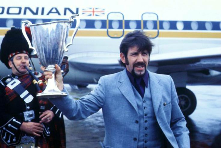 Barcelona 72 ..... John Greig With ECWC Trophy Arriving Back In Scotland With Piper ... Rangers Football Clun