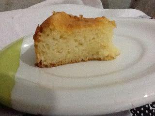 Bolo de Arroz Cuiabano (de liquidificador) Aqui no Mato Grosso esse bolo é tradicional... e faz parte do café da manhã dos Cuiabanos. Ingredientes: 3 ovos 1 xícara de açúcar 1 xícara de leite 1 xícara de óleo de soja 1 pacotinho de queijo ralado 1 1/2 xícara de arroz cru 1 colher (sopa) de fermento em pó