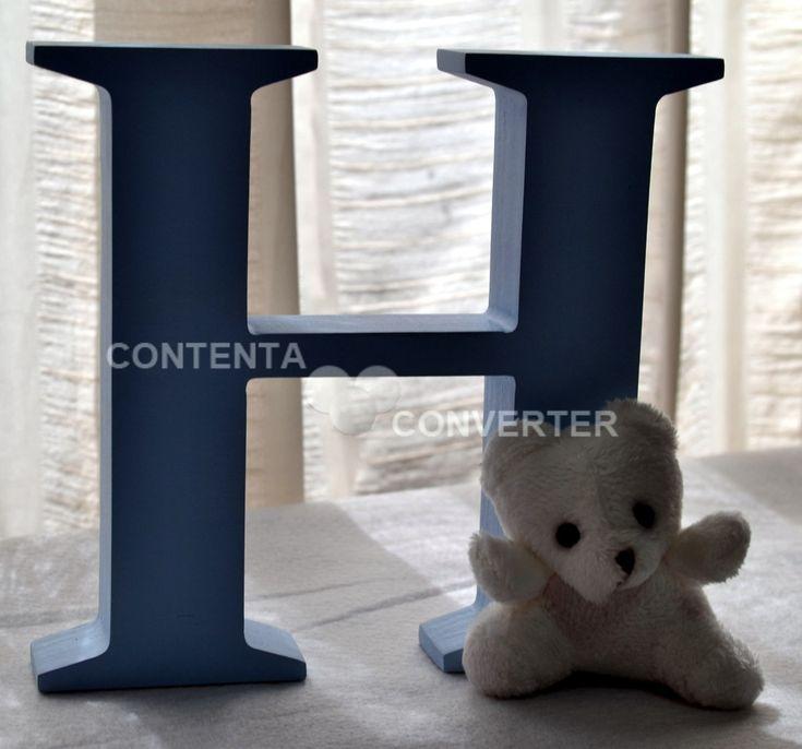 Letra Decorativa com ursinho <br> <br>As letras decorativas são feitas em MDF, pintadas à mão e com aplicação de ursinho de pelúcia. <br> <br>