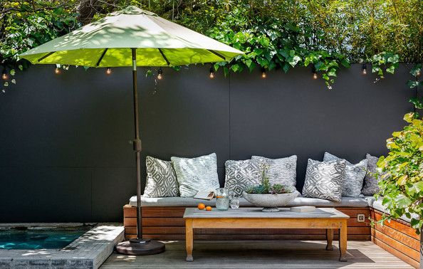 If You Have a Pool Terrace - How to Decorate Any Size Outdoor Space - Lonny Encontrado en lonny.com