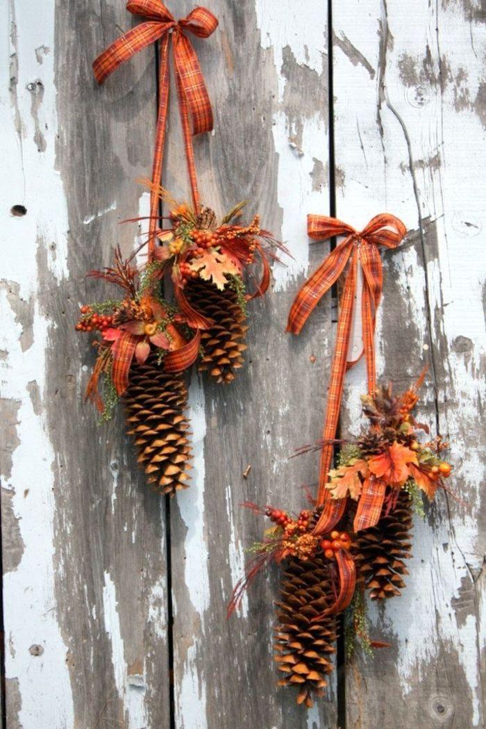 http://freshideen.com/dekoration/dekoideen-herbst-tischdeko.html  hanging ribbons, leaves, and pine cones