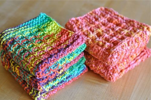 Raised Box Stitch Waffle Dishcloth from Homespun Living Love these dish cloths done in amazing summer colors.  Follow links for free pattern