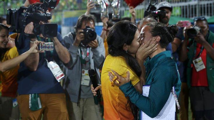 Brasileira do rúgbi é pedida em casamento por voluntária da Olimpíada