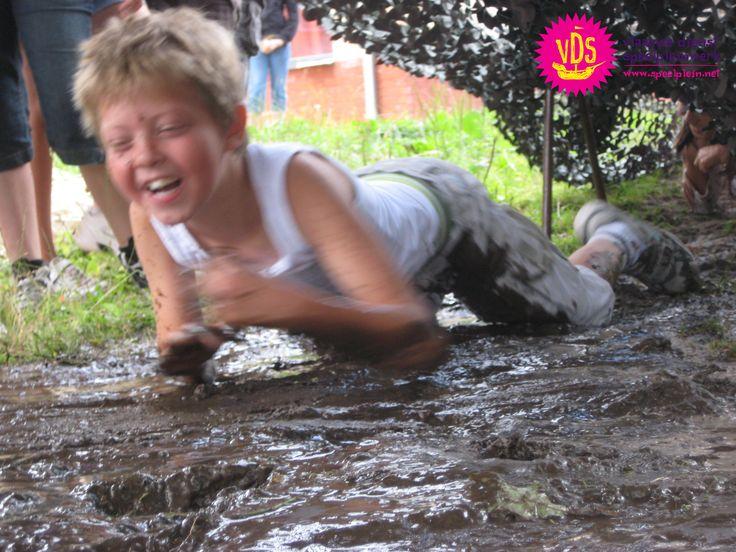 Crawling in the mud © Speelplein Bornem