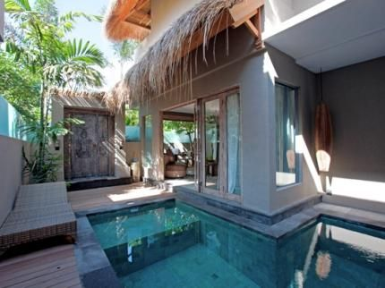 We are talking about the Bali Seminyak hotels, which now stands as the new age destination. Aside from offering you a cool and luxurious stay, the hotel also hosts special retreats in a partnership with professional practitioners.