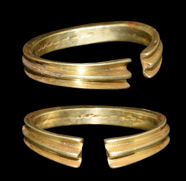 Large Bronze Age Gold Ribbed Bracelet, 2nd ML BC