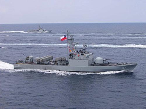 """Teniente Uribe (LM-39)  La LM-39 Teniente Uribe de la Armada de Chile del tipo 148 o lancha de ataque rápido  es una Lancha rápida de ataque que pertenece al Comando de Misileras Norte con base en la ciudad de Iquique. Es una lancha tipo """"tiger"""" construida para la Armada de Alemania en los astilleros de Cherburgo, Francia.  sirvió 26 años para la Armada de Alemania"""