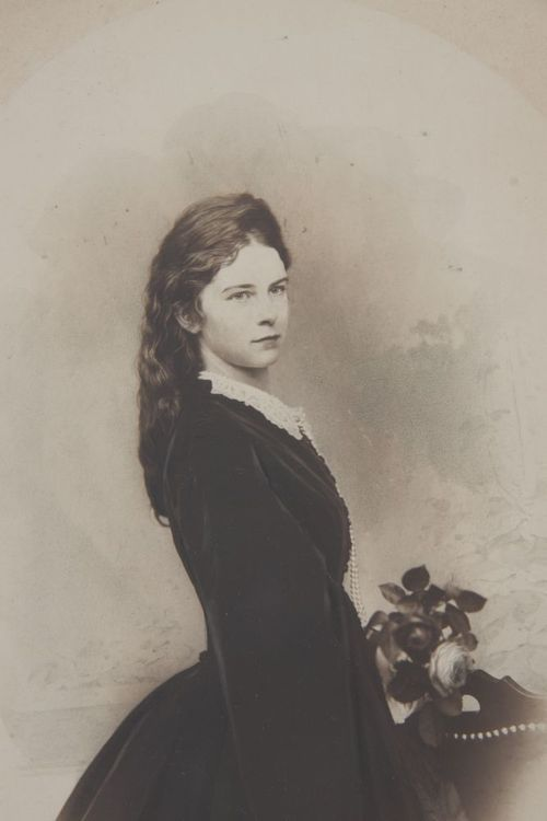 the-stuff-of-fairy-tales:    misshonoriaglossop:    carolathhabsburg:    Rare and new imagen of Kaiserin Elisabeth of Austria. I loooved it!    OMG    she is so beautiful