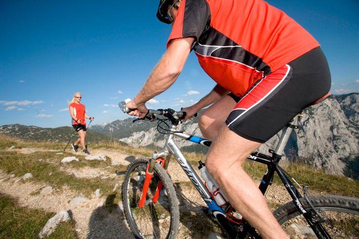 Schon den Wetterbericht gesehen? Rauf auf's #Mountainbike oder rein in die #Wanderschuhe! Danach gönnen Sie sich zur #Regeneration das #Kräutermassagefluid: Es fördert die #Hautdurchblutung, löst #Verspannungen, beruhigt die #Gelenke und pflegt die #Haut. Bestellbar unter: http://shop.sonnenmoor.at/AEussere-Anwendung-oxid/Kraeutermassagefluid-200-ml-Spruehflasche.html oder unseren Vertriebspartnern…