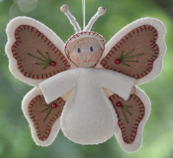 Vlinderke Ecru | Kerst | Decoraties | Vilt | Handwerk | zelfmaakpakketjes | Atelier Wilma Creatief